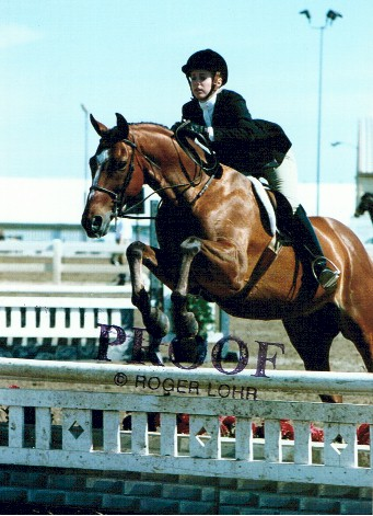 Hamlet with his owner Anna Herath showing in Adult Amateur Hunter