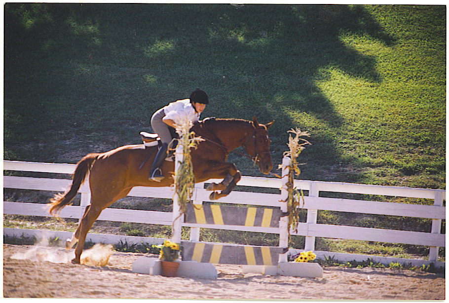 Maggie and Ahna showing at Wyndtree Farm